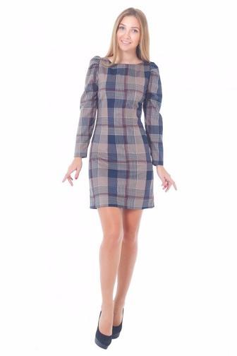 Платье-футляр в коричневую клетку