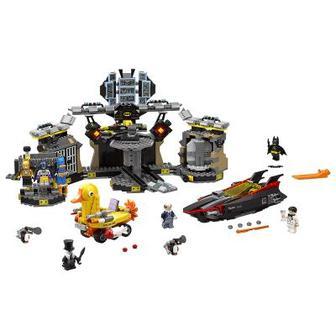 Конструктор LEGO Проникновение в Бэт-пещеру (70909)